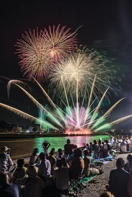 迫力満点の6千発 記憶に焼き付く大輪の花 石巻川開き祭り