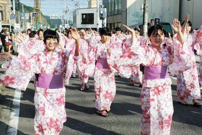 700人が大漁踊り 陸上行事で有終 汗と笑顔を輝かせて 石巻川開き祭り
