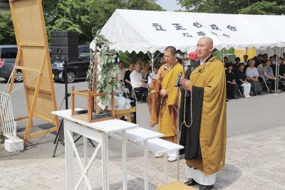 各団体の代表者らが祈りをささげた