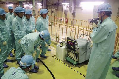 3号機建屋内の放射線モニターを調査