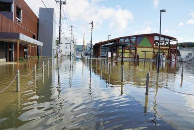 台風19号石巻地方直撃 大規模冠水で交通分断 想像超す被害に混乱 2人死亡、行方不明