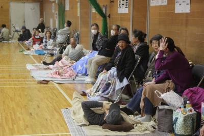 避難所には高齢者らが早くに身を寄せた(住吉中)