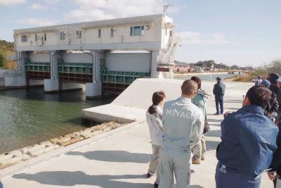 遠隔操作で水門自動閉鎖 東名で第1号運用開始 県 来年度まで210カ所 震災の教訓踏まえ