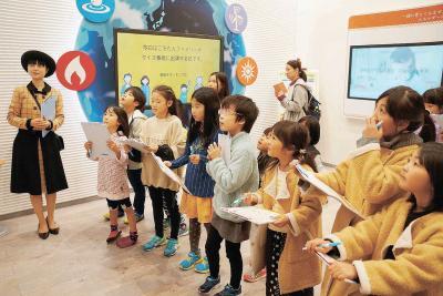 陸と海から女川の「いま」体感 石巻日日新聞社 親子見学ツアー 地域産業に理解