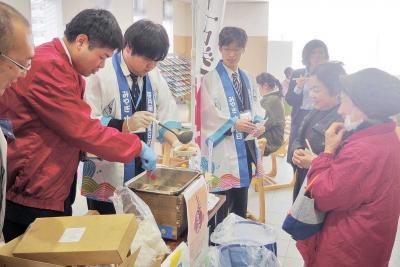 11月は地場産品記念日 かまぼこ(15日)、牡蠣(23日) 合庁の関連企画にぎわう 今週末は石巻かき祭り