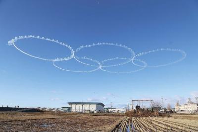 ブルーインパルス訓練本格化 青空に描く「五つの輪」 カラースモークは3月か