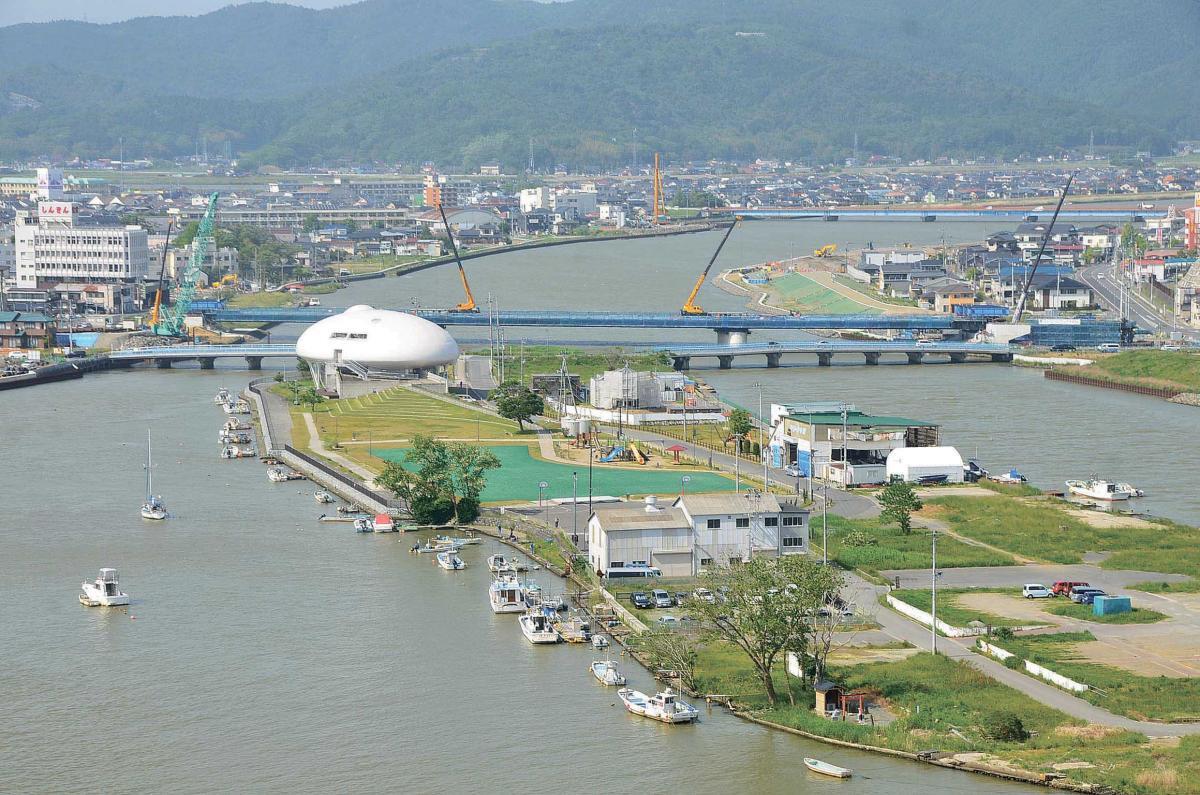 旧北上川またぐ新内海橋 32年度...