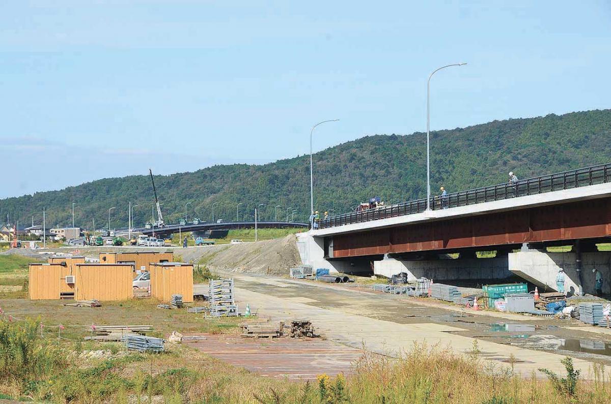 大瓜工区の大和田川橋(右)と真...
